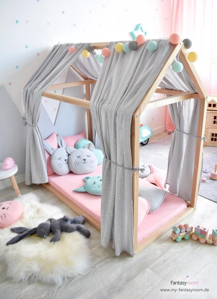 Mädchenzimmer in Rosa, Grau und Mint mit Hausbett in 70x140 cm