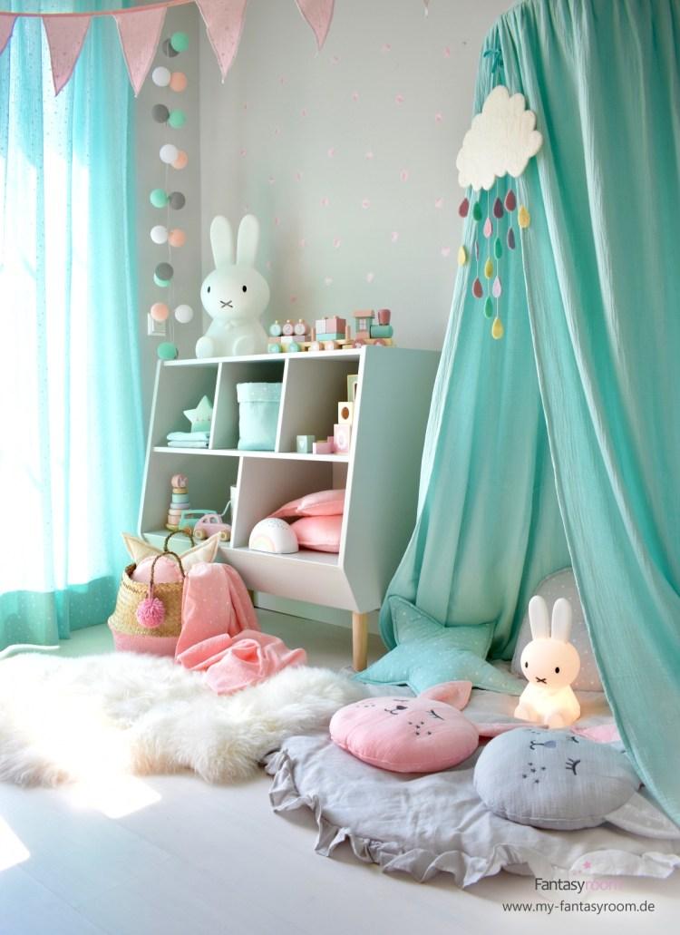 Mächenzimmer mit Kuschel- und Spielecke in Mint und Rosa