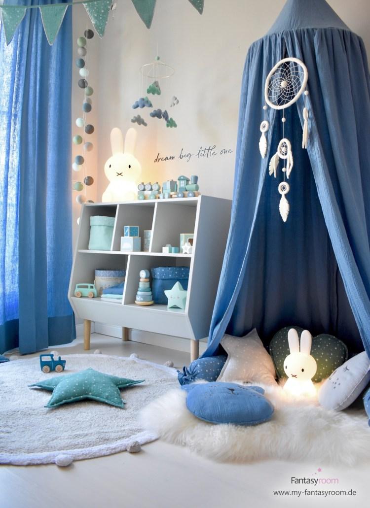 Spielzimmer für Jungen in Blau und Jade, mit Musselin Textilien und cremefarbenem Traumfänger