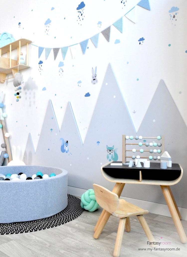 Spielzimmer für Jungen mit Dinki Balloon Wandstickern und passender Wimpelkette