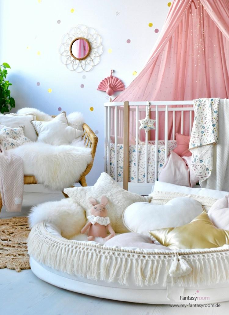 Babyzimmer für Mädchen in Altrosa und Creme mit Cotton & Sweets Juniornest Boho