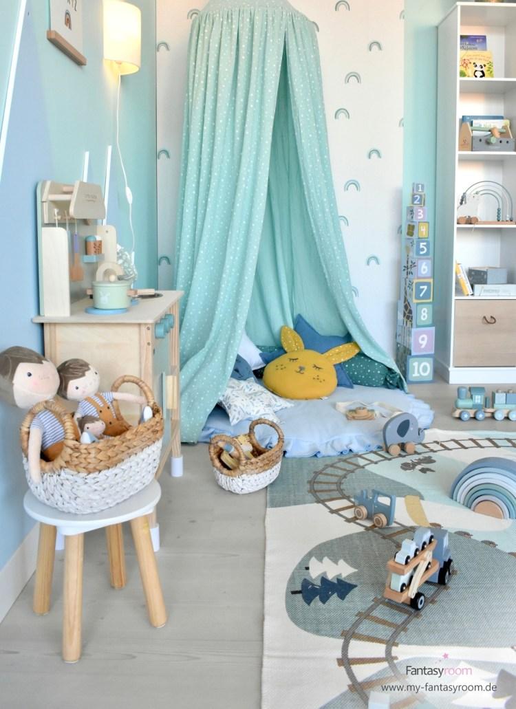 Kinderzimmer Kuschelecke mit Baldachin, Spielmatte und hübschen Kissen