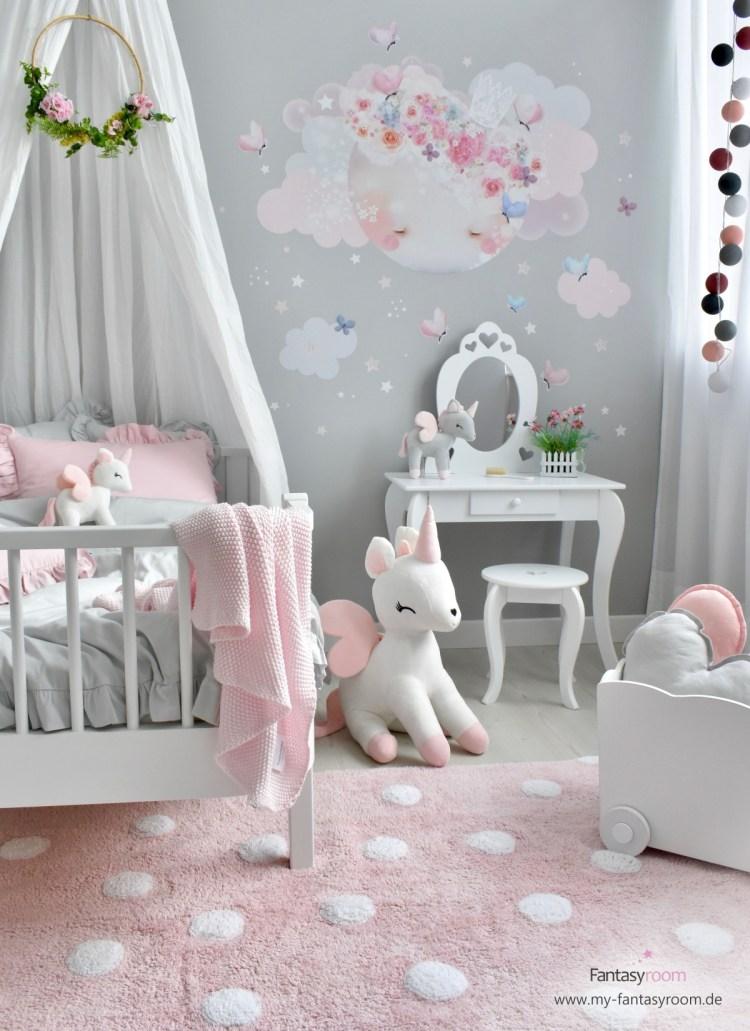 Romantisches Mädchenzimmer mit waschbarem Kuschelteppich von Lorena Canals