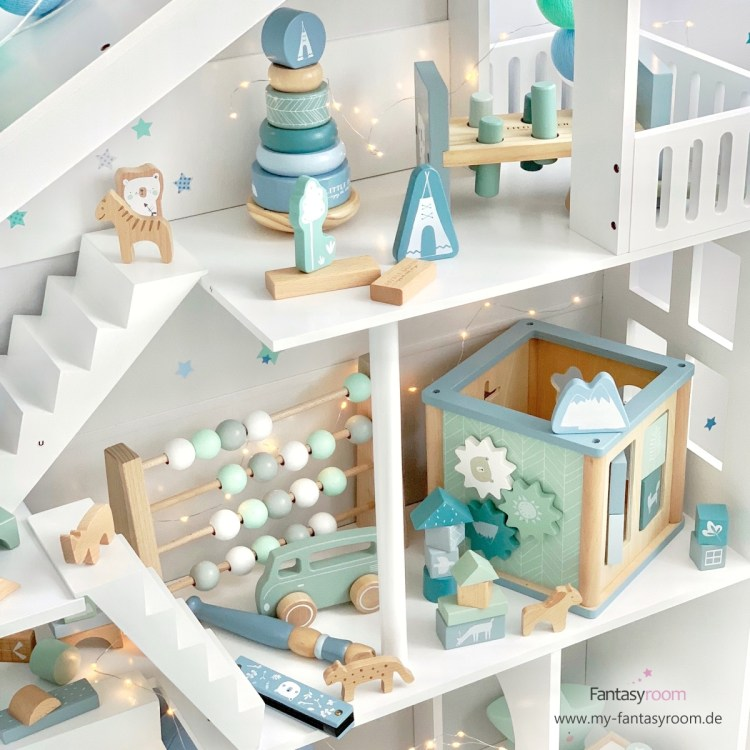 Little Dutch Holzspielzeug in Blau und Mint im Puppenhaus Regal