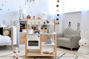 Kinderküche von Kids Concept im modernen Kinderzimmer im Monochrome Look