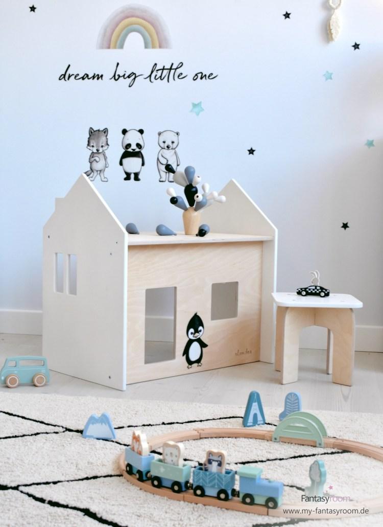 Puppenhaus Sitzgruppe mit Tisch und Hocker im Kinderzimmer für Jungen