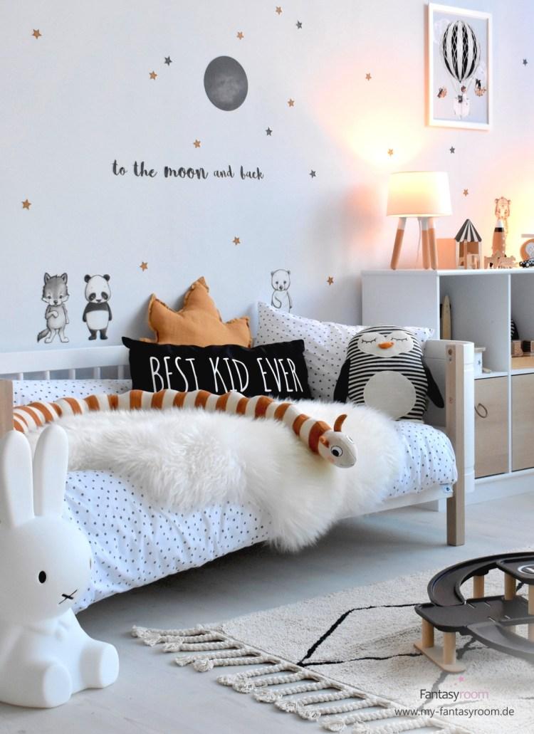 Cooles Jungenzimmer in Schwarz, Weiß und Karamell mit Mini+ Bettchen von Oliver Furniture