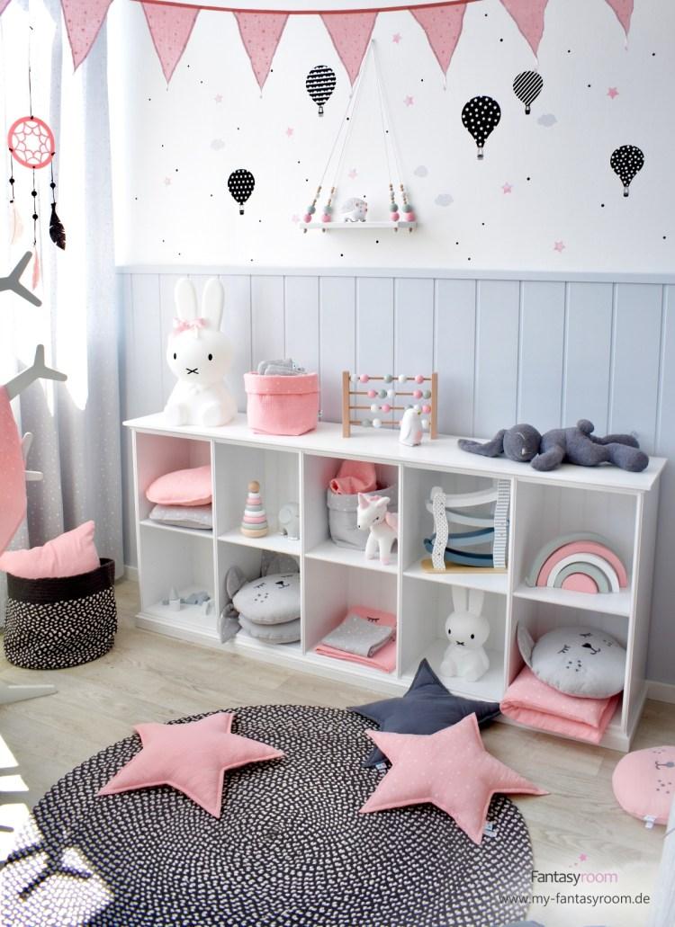 Mädchenzimmer in Rosa und Grau mit offenem Spielzeugregal 'Seaside' von Oliver Furniture