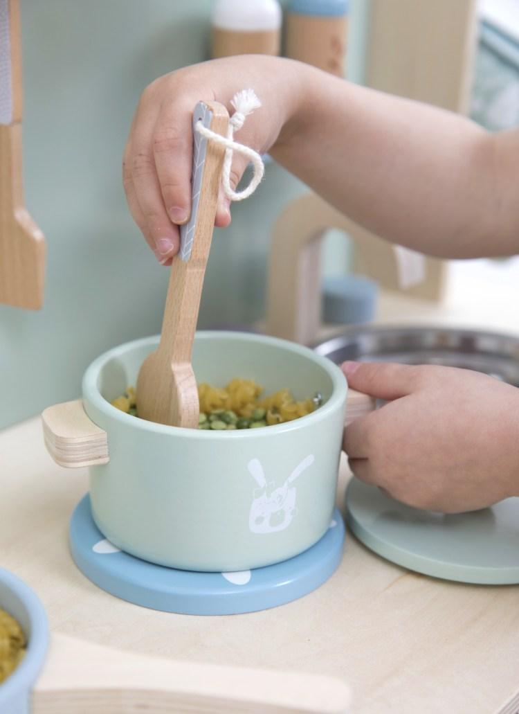 Kinderküche mit Topf in Mint