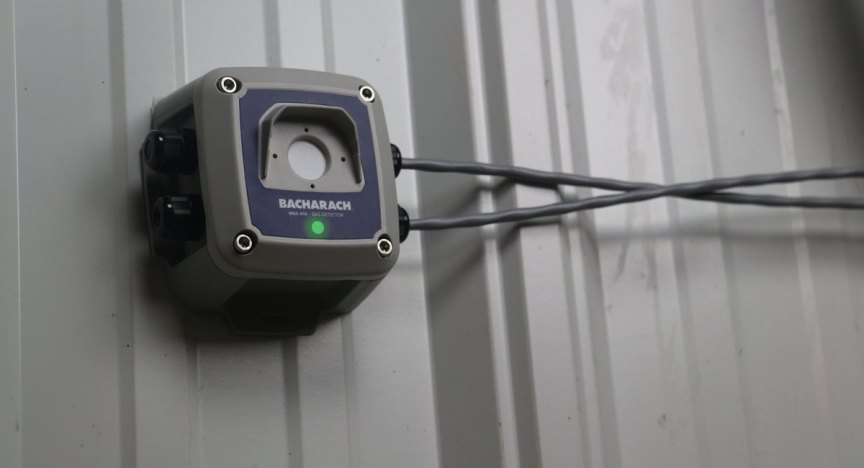 MGS-410 gas detector in a machinery / mechanical equipment room.