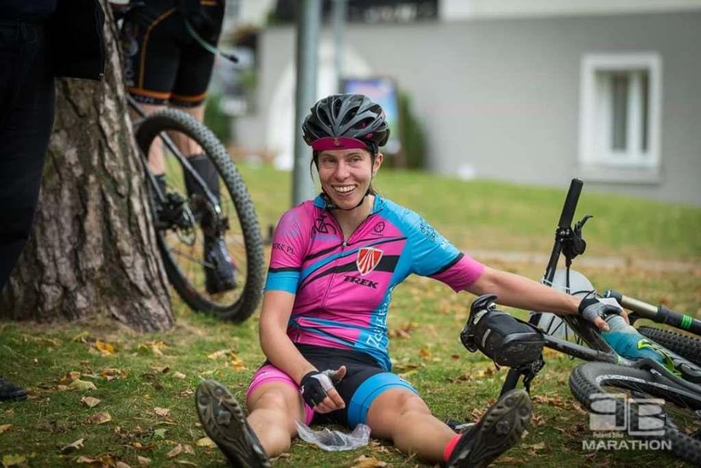 Sylwia Tkaczyk - zasłużony odpoczynek na mecie Poland Bike Marathon w Konstancinie-Jeziornie