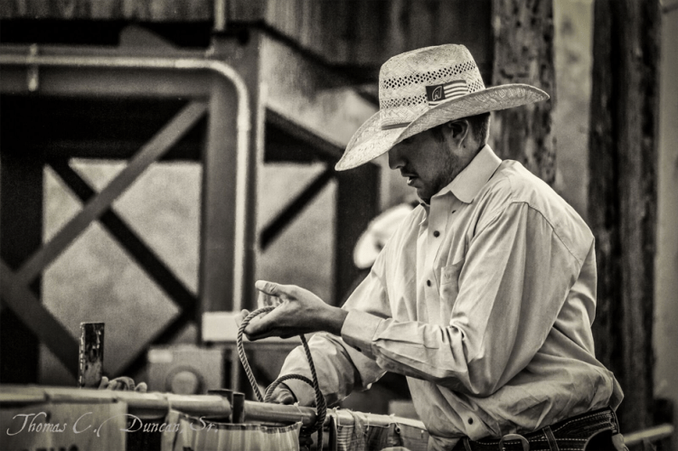 10182016-rodeo-people-pick-up-guy
