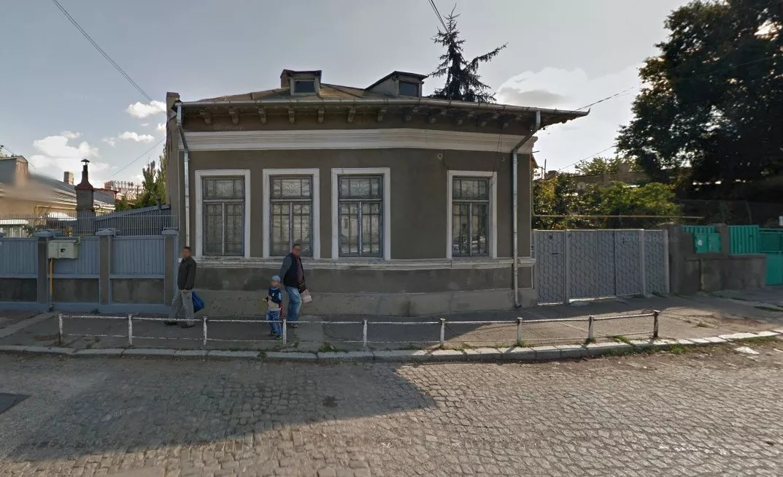Photo of home of Ori's maternal great-grandfather, Aharon Lazarovich in Romania