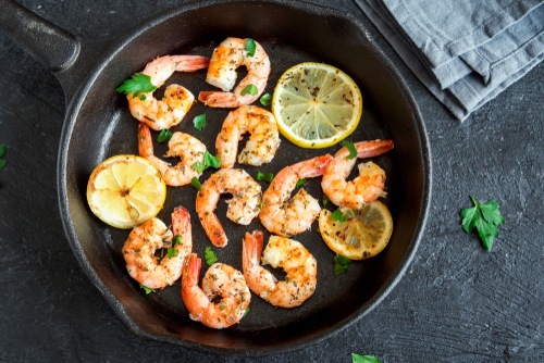 Healthy sauteed shrimp with lemon and spices