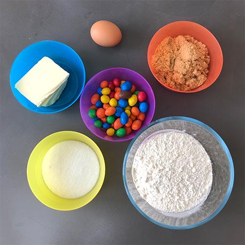 Ingrédients pour cookies m&ms