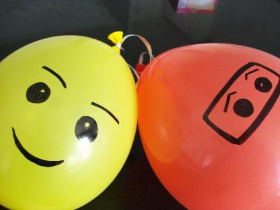 Repassez les ballons lego gonflés au marqueur