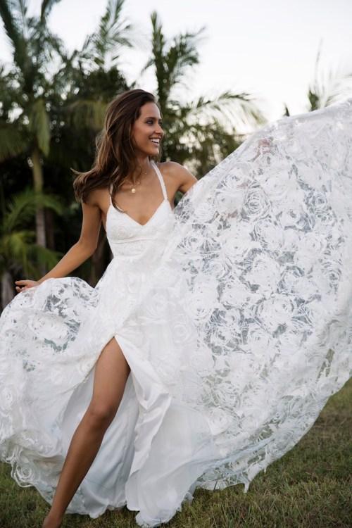 Robe de mariée à dos nu et bretelle fine