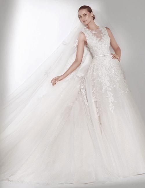 Robe de mariée longue avec faux ras de cou semi transparent brodé