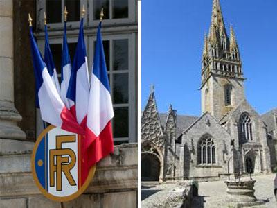 Drapeaux français devant une mairie et église pour un baptême