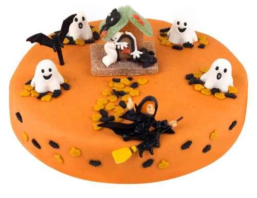 gâteau d'halloween orange avec sorcières et fantômes
