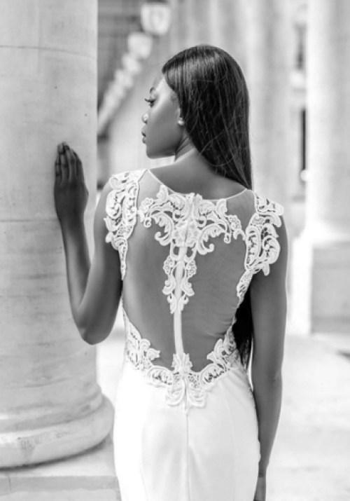 Robe de mariée près du corps avec un dos du illusion semi transparent brodé