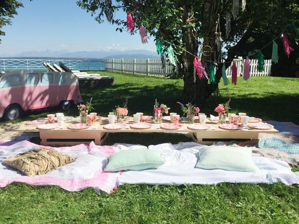 Jolie table de goûter d'anniversaire boho en extérieur