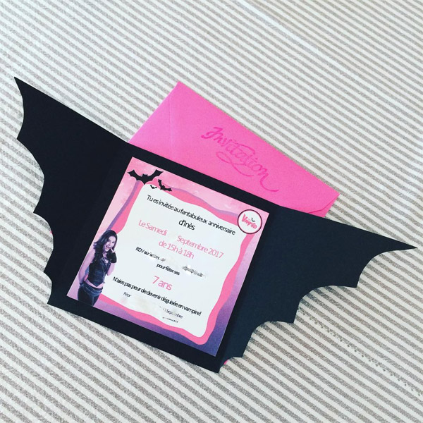 Carton d'invitation Chica Vampiro chauve souris