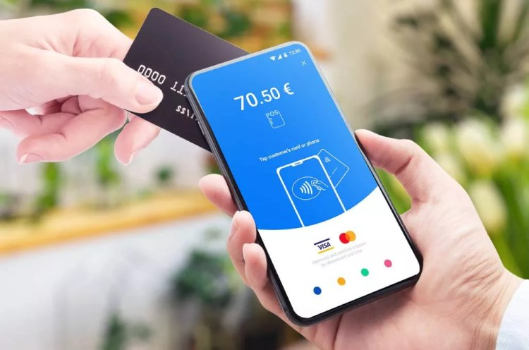 Using a phone as a credit card reader