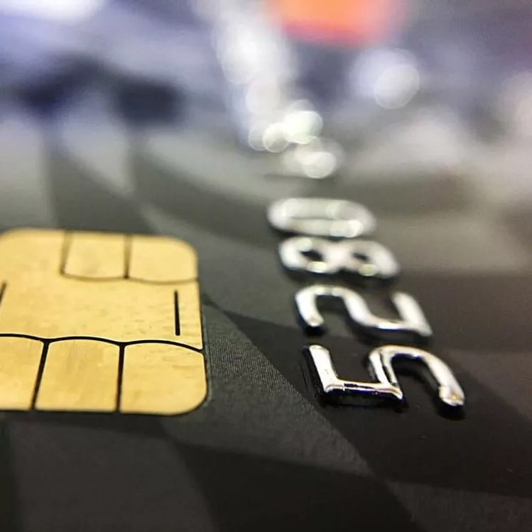O processo de transação de um cartão de débito