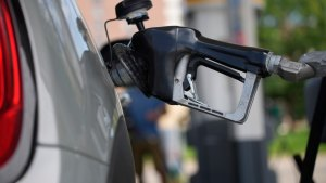 New report suggests EV incentives aimed at gasoline 'superusers'