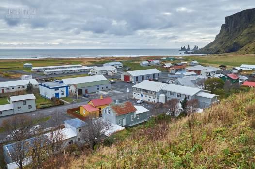Vík í Mýrdal et sa plage (ainsi que ma voiture de location)