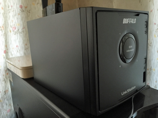 BUFFALOのNAS(LS-Q4.0TL/R5)のHDDを換装する。その1