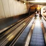 通勤電車はストレスがいっぱい(23)―エスカレーターで歩く
