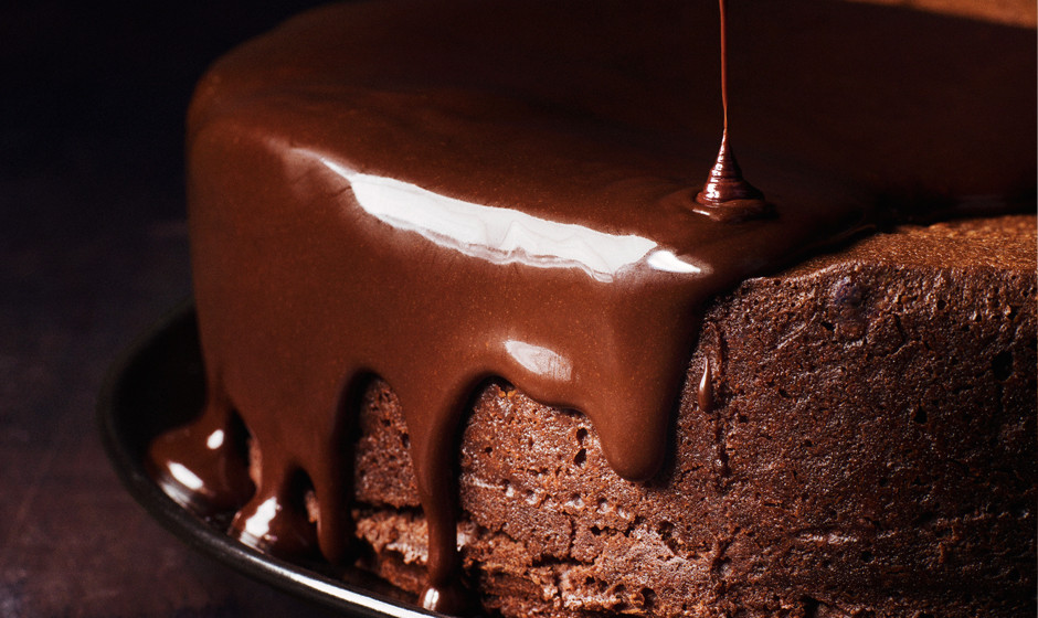 darkest-chocolate-cake-with-red-wine-glaze-940x560