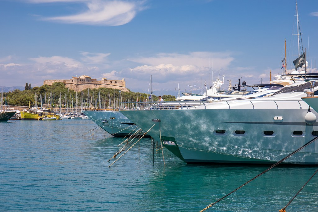 Book a berth in the marina of Antibes Juan-les-Pins on the French Riviera with Navily