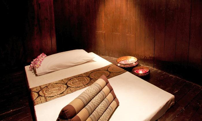 Jaipurr!! Zivaya Spa-Hilton is offering Back, Neck and Shoulder Massage + Sauna/Gym/Swimming Pool/Steam all for INR 899! No, don't pinch yourself its for real!