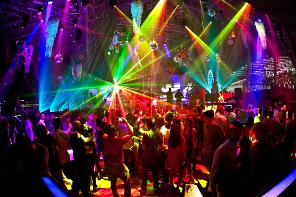 Delhiites! Check Out The Ultimate Guide On How To Get Drunk Within INR 600 At These 7 Sassy Clubs!!