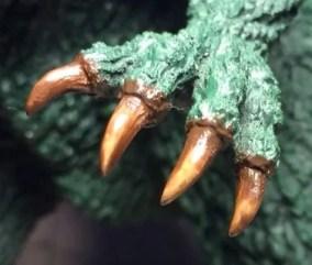 さらにブラックを増やした手の爪