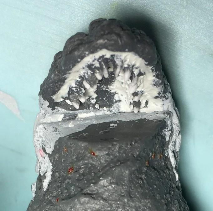 牙と歯茎の隙間をエポキシパテで埋める