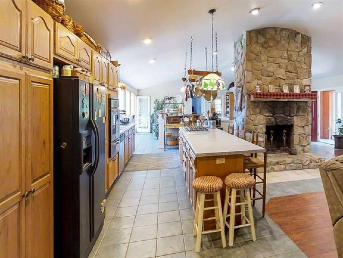 clean and simply staged kitchen in a seacoast home for sale