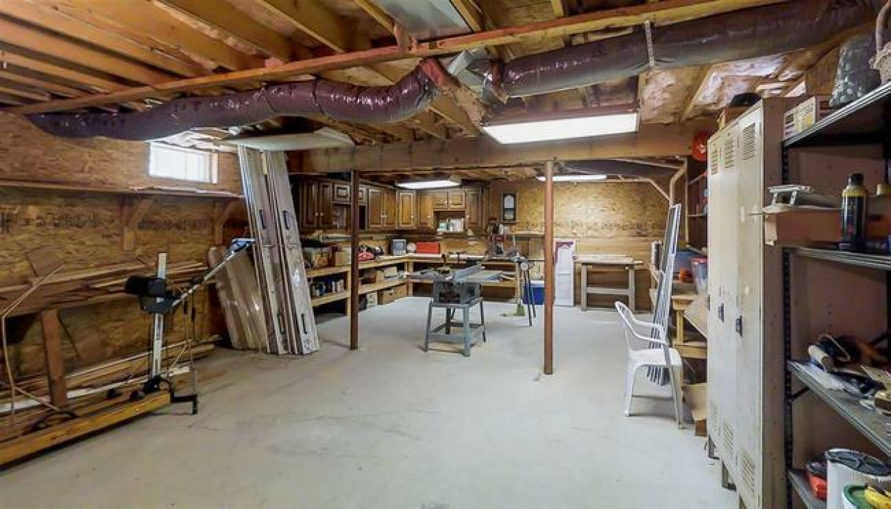 large worshop and storage in 21 homestead way