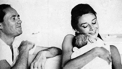赫本之子,公开展出了女神母亲的一组罕见的绝版美照!