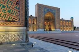Blick auf den Registan Platz in Samarkand (Usbekistan)