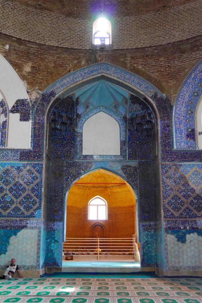 Iran: In der blauen Moschee von Tabriz