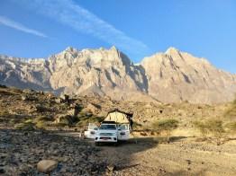 Dachzelt vor beeindruckender Bergkulisse