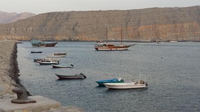 Fischerboote in einer Bucht in Musandam