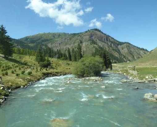 Gebirgsfluss in Kirgistan