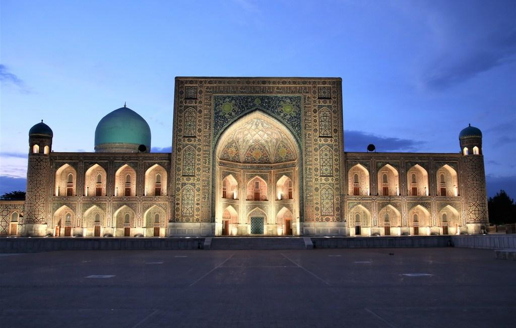 Samarkand an der Seidenstraße in Usbekistan bei Nacht