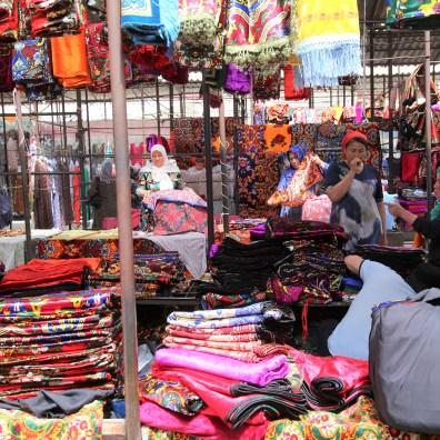 Bunter Markt im Ferghanatal an der Seidenstraße