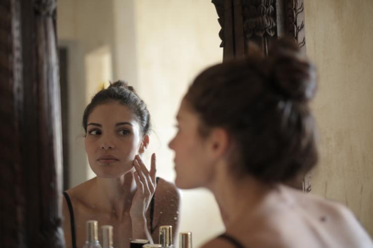 沒上妝到底要不要卸妝?怎麼知道有沒有「卸乾淨」?日常超容易遇到的卸妝迷思破解